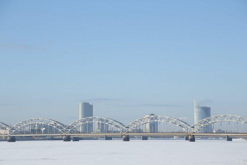 Dzelzceļa tilts pāŗ Daugavu.