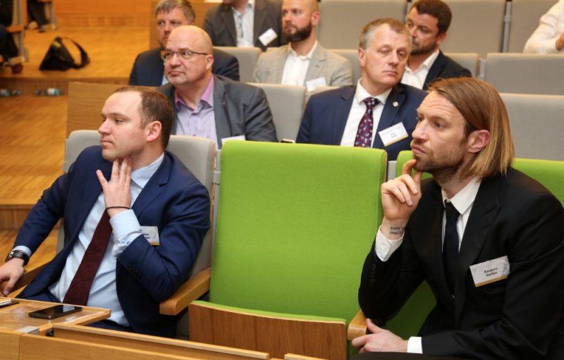 Vadims Ļašenko (no kreisās) vēlas panākt LFF prezidenta Kaspara Gorkša demisiju.