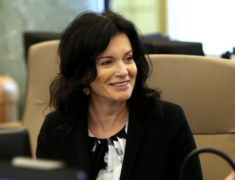 Ramona Petraviča pirms valdības sēdes Ministru kabineta ēkā