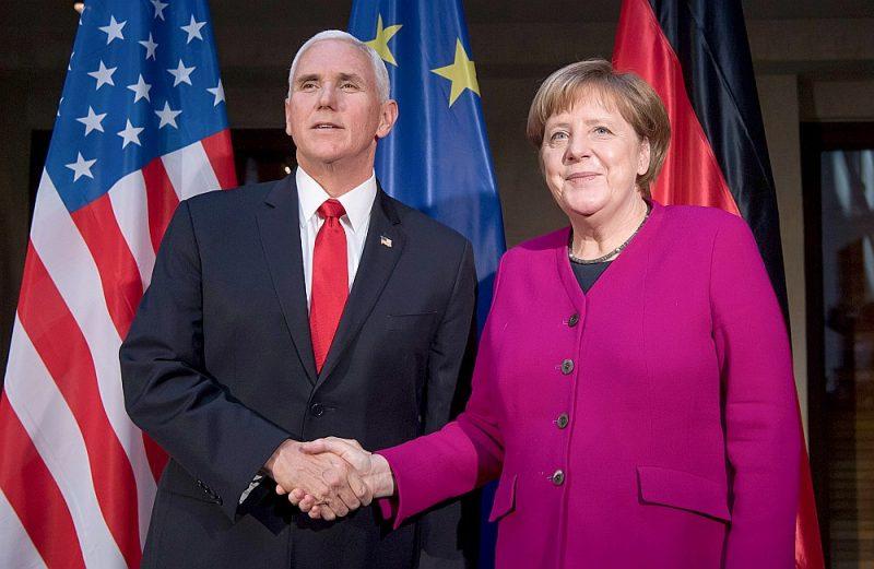Vācijas kanclere Angela Merkele savā uzrunā Minhenes drošības konferencē atzīmēja, ka Eiropas valstis atbalsta ar Irānu noslēgto kodolvienošanos un negrasās no tās atteikties, kā to savā runā prasīja ASV viceprezidents Maiks Penss.