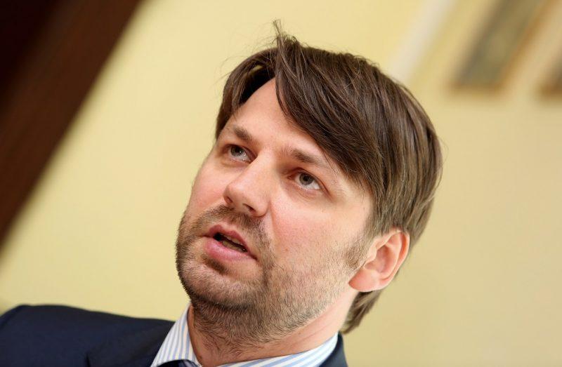 Latvijas Ārstu biedrības valdes loceklis Renārs Putniņš piedalās preses konferencē, kurā tiek prezentēti socioloģiskās aptaujas rezultāti, kas raksturo situāciju ārstu atalgojuma segmentā un ārstu attieksmi pret veselības sistēmas reformu kopumā.