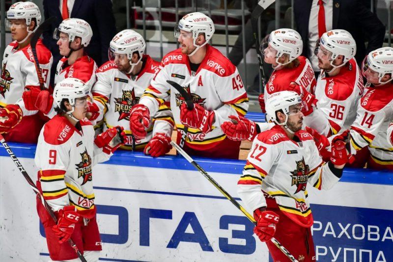"""Pekinas """"Kuņluņ Red Star"""" komanda KHL spēlē trešo sezonu, taču tās rindās vārtus beidzot guvis arī Ķīnā dzimis hokejists."""