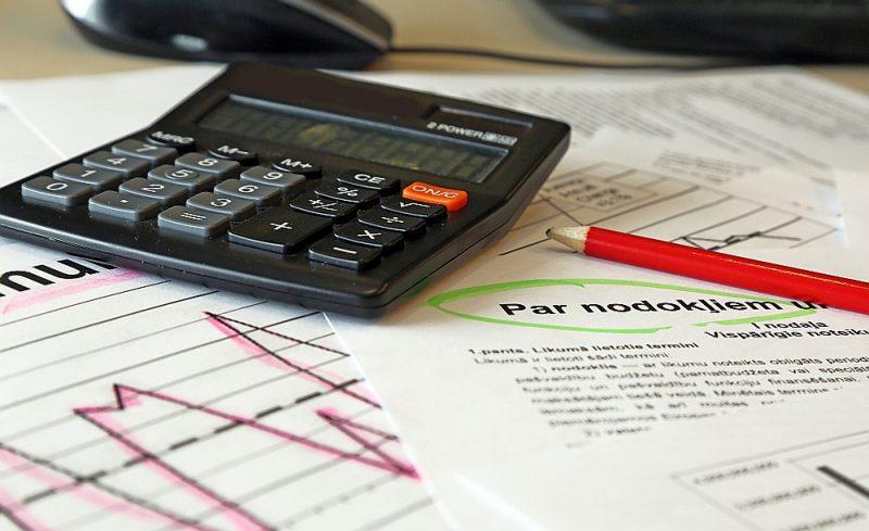 Pašlaik nodokļi jāmaksā vairāk nekā četrdesmit dažādos valsts budžeta ieņēmumu kontos, kas nodokļu maksātājam prasa daudz laika un uzmanības. Ieviešot vienoto maksājumu kontu, būtiski samazināsies gan nodokļu nomaksai nepieciešamais laiks, gan izdevumi.