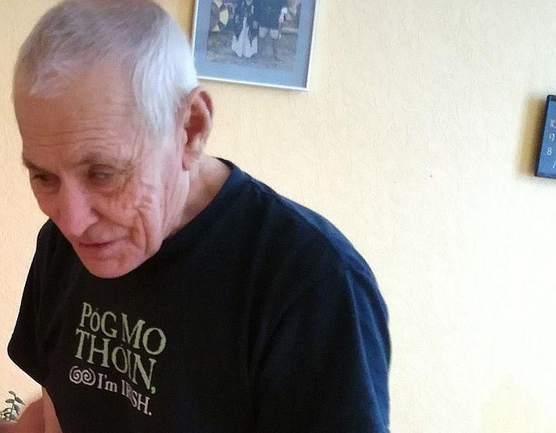 Par kafijas zagšanu apsūdzētais Vladimirs dzīvo sociālās aprūpes centrā. Uz tiesas sēdēm viņš netiek veselības stāvokļa un naudas trūkuma dēļ.