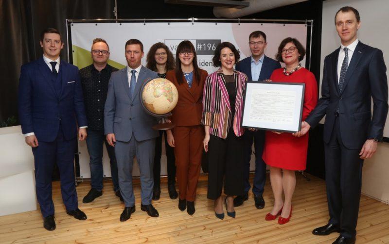 """2019.gada 25. februārī desmit partneri, tostarp Ekonomikas ministrija, Cēsu novada pašvaldība, vadošās Latvijas augstskolas, IT uzņēmumi un radošo industriju pārstāvji paziņoja par jaunas kustības – """"Valsts #196"""" – dibināšanu."""