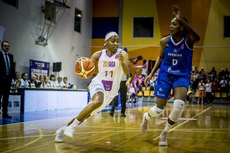Šeilanija Pedija (ar bumbu) vēlas iegūt Latvijas pavalstniecību un pārstāvēt Latvijas basketbola izlasi.