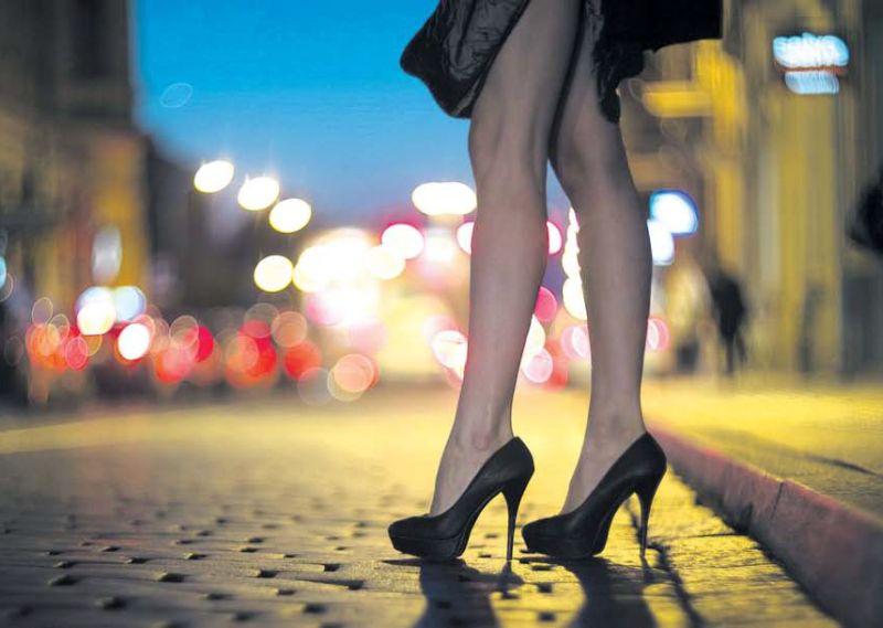Bija iecerēts, ka jau šogad Latvijā stāsies spēkā jaunais Prostitūcijas ierobežošanas likums. Taču likumprojekts iestrēdzis, jo būtiski atšķiras ierēdņu un nevalstisko organizāciju redzējums, piemēram, NVO iestājas par to, ka jāsoda nevis prostitūtas, bet suteneri un seksa pircēji.