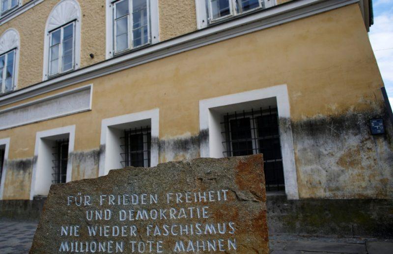 Māja Braunavā, kurā piedzima Ādolfs Hitlers.