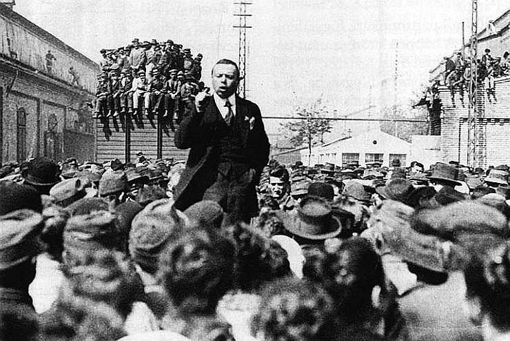 Bilde: Bela Kuns (1886–1938) mītiņā.