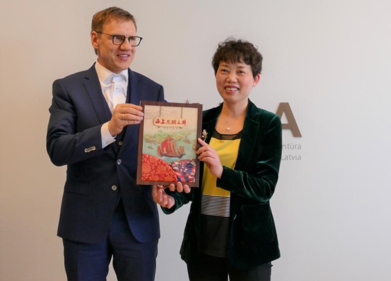 """Latvijas Investīciju un attīstības aģentūra (LIAA) uzņēma delegāciju no Ninbo (Ķīna) pilsētas pašvaldības komercijas departamenta, kā arī Ķīnā bāzētā tirdzniecības uzņēmuma """"China-Base Ningbo group Co.Ltd"""" pārstāvjus."""