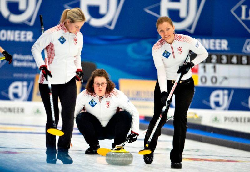 Latvijas kērlingistes sacenšas pasaules čempionātā.