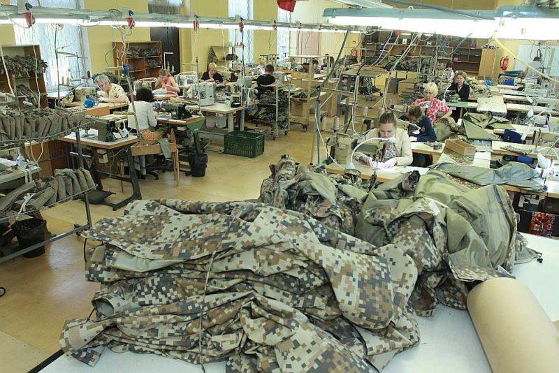 """""""SRC Brasa"""" Viļakas novadā šuj apģērbu arī armijas vajadzībām. Uzņēmuma apgrozījums palielinājies, pateicoties augstas pievienotās vērtības produktiem."""