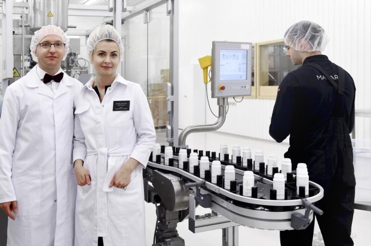 """""""Madara Cosmetics"""" valdes loceklis Uldis Iltners (no kreisās), """"Madara Cosmetics"""" līdzīpašniece Lotte Tisenkopfa-Iltnere."""