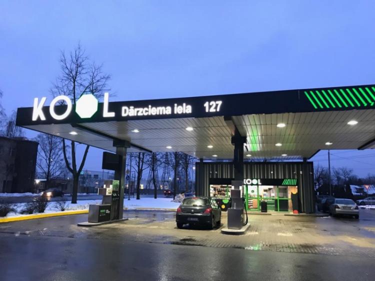 """""""KOOL Latvija"""" atver jaunu degvielas uzpildes staciju Rīgā."""