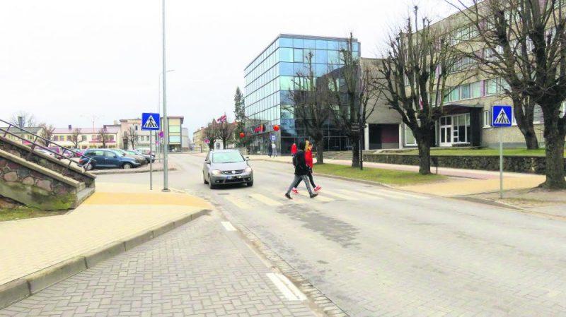 Negadījuma vieta Kuldīgā. Šeit Emīlija Kolna pagājušā gada 12. jūnijā ar savu auto notrieca pa gājēju pāreju ejošos cilvēkus.