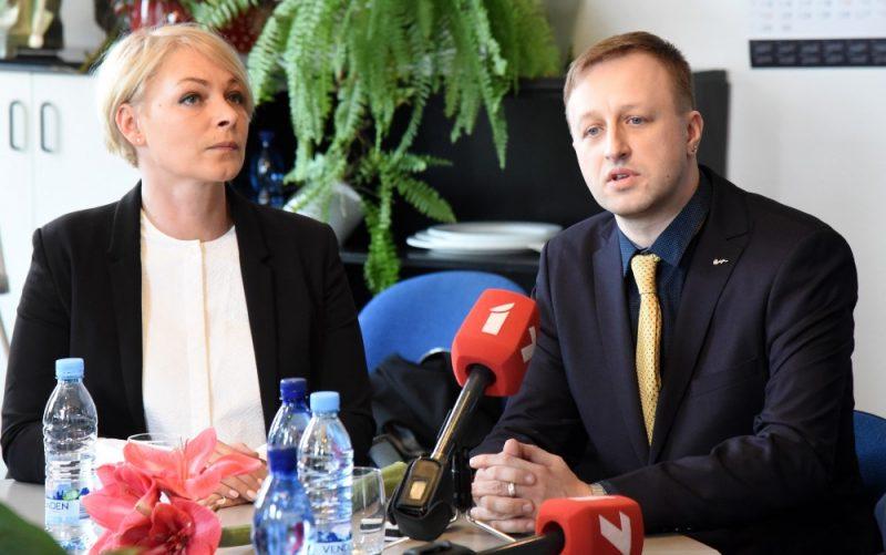 Eva Juhņēviča un Einārs Giels.