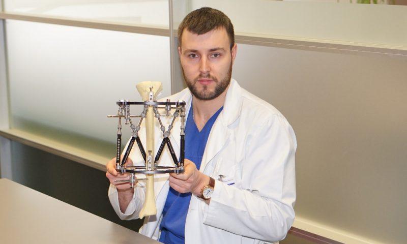 Kosmosa tehnoloģijas ienāk traumatoloģijā. Austrumu slimnīcā pacientiem ar lūzumiem pieejams pirmais heksapods Baltijā