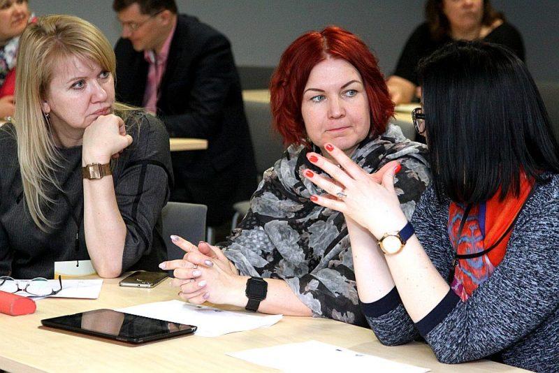 Skolu vadītāji ir neziņā, kā nodrošināt skolu ar skolotājiem, ja Latvijā darbinieku trūkst visās jomās.