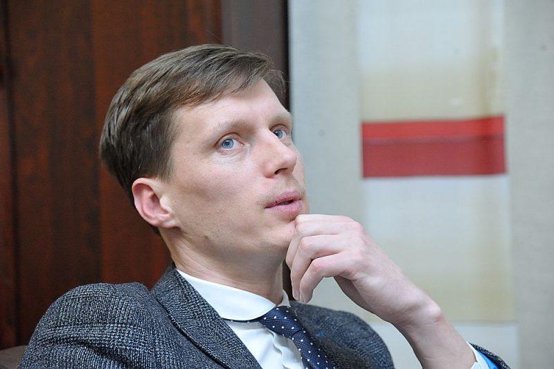 """Ekonomikas ministrs Ralfs Nemiro grozījumus Elektroenerģijas tirgus likumā OIK atcelšanai Ministru kabinetā iesniegs marta beigās. Kopā ar to būs iespējams iepazīties arī ar OIK likvidēšanas juridiskajiem aspektiem, ko par 9500 eiro veic auditorkompānija """"KPMG""""."""