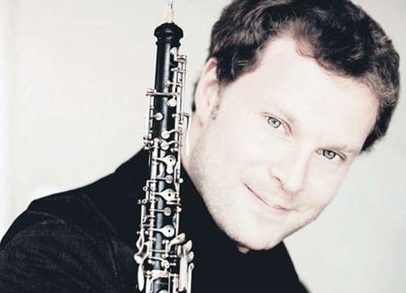 """Aleksejs Ogrinčuks, viens no savas paaudzes izcilākajiem obojistiem, ar """"Sinfonietta Rīga"""" mūziķiem tikās jau trešo reizi."""