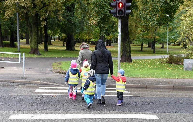 Pērn Rīgā atvērtas tikai divas jaunas bērnudārza grupas. Līdz 2023. gadam plānots atvērt pirmsskolas grupas, kurās vietu varēs nodrošināt vairāk nekā 400 bērniem.