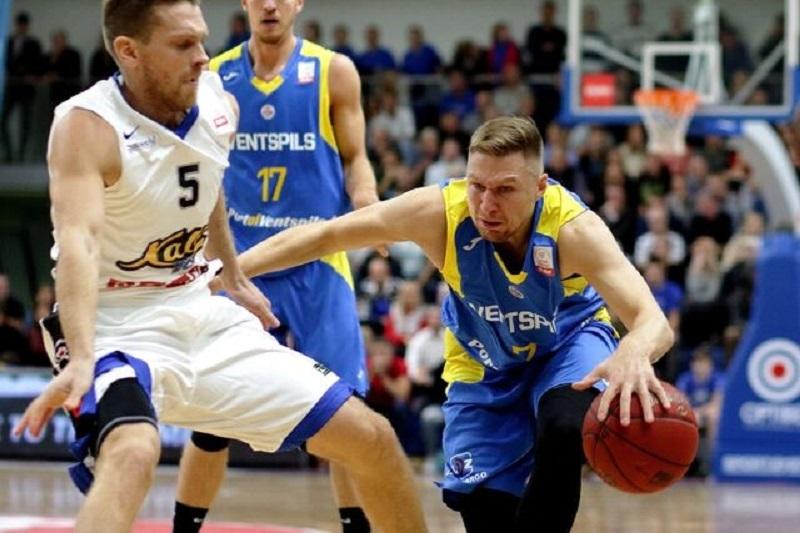 """""""Ventspils"""" basketbolisti mačā pret """"Kalev/Cramo"""" nodrošināja pirmo vietu apvienotā čempionāta pamatturnīrā."""