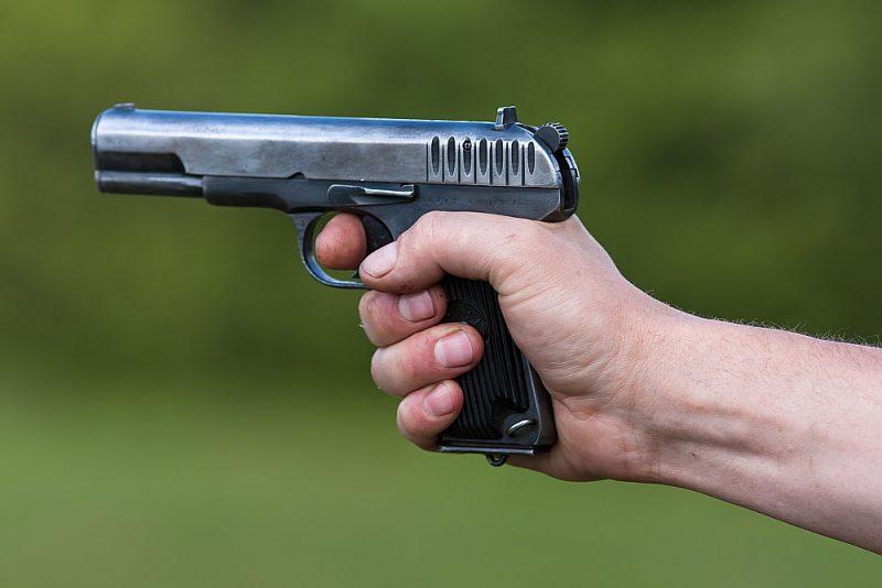 Jurijs šāvis ar nereģistrētu TT tipa pistoli. Vēlāk kratīšanā dzīvoklī atrada vēl vienu paštaisītu šauteni.