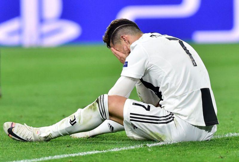 """Krištianu Ronaldu pārdzīvo par zaudējumu Amsterdamas """"Ajax"""" komandai."""