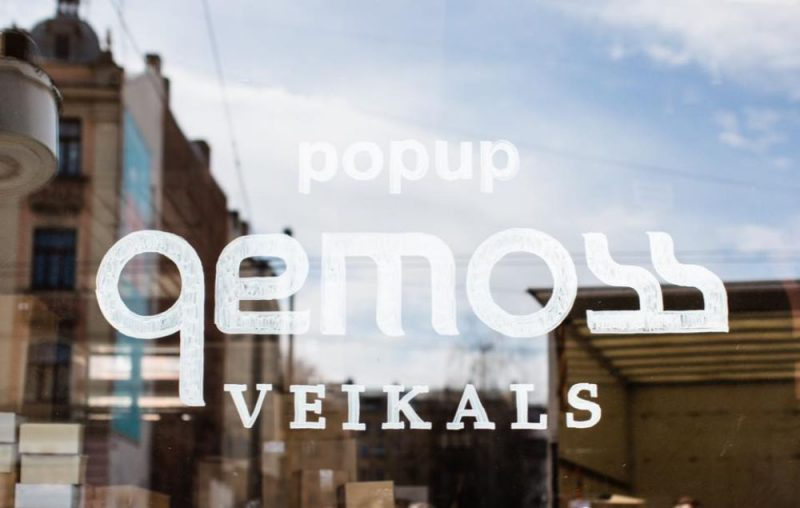 """""""Gemoss"""" atver pop-up veikalu-noliktavu."""