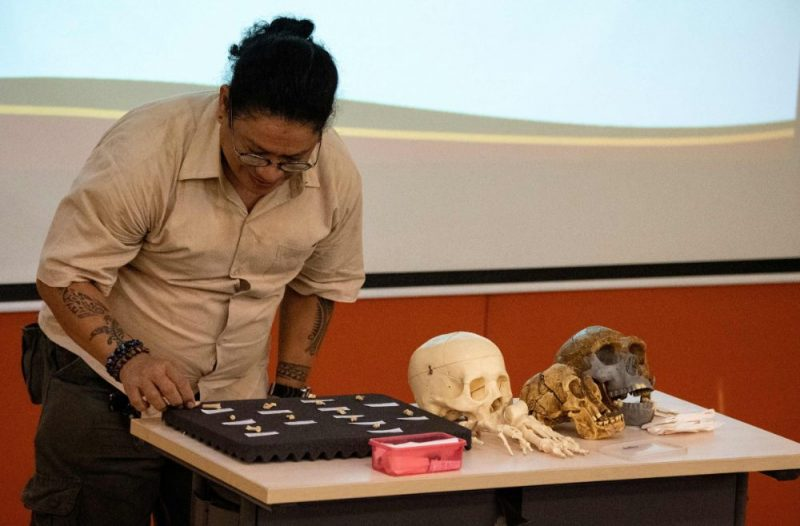 """Jaunatklātajai sugai dots nosaukums """"Homo luzonensis"""" par godu salai, kurā atrasti šīs sugas pārstāvju zobi un kauli."""