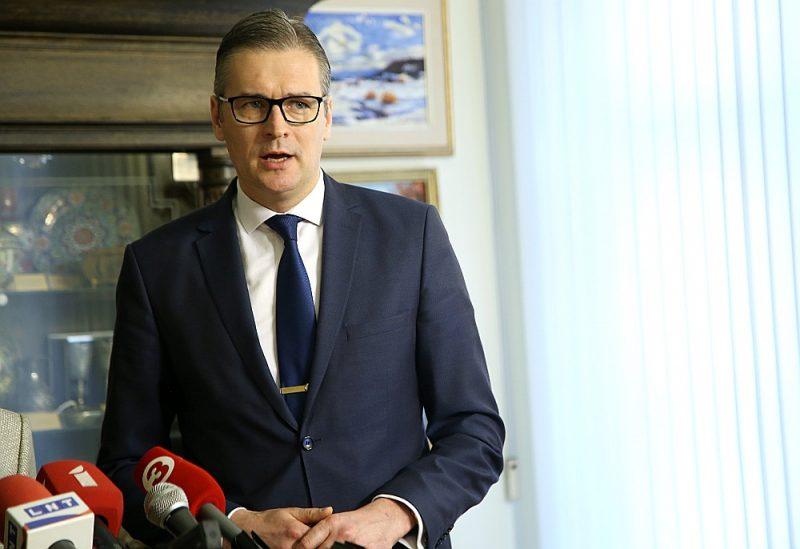 """Budžeta un finanšu komisijas priekšsēdētājs Mārtiņš Bondars (""""AP""""): """"Šis budžets ļoti nelielā mērā atbilst jaunās valdības prioritātēm, jo jaunās valdības uzstādījums bija pieņemt budžetu pēc iespējas ātrāk tādēļ, ka virknē jomu – piemēram, sabiedrisko mediju darba nodrošināšanā vai darbam ar latviešu diasporu – budžeta neesamība ir liela problēma."""""""