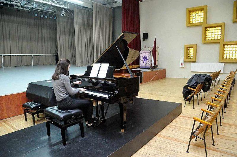 Zāle skolas audzēkņiem ir mācību līdzeklis līdzīgi mūzikas instrumentiem, un šobrīd tā ir mācībām nepiemērotā stāvoklī.