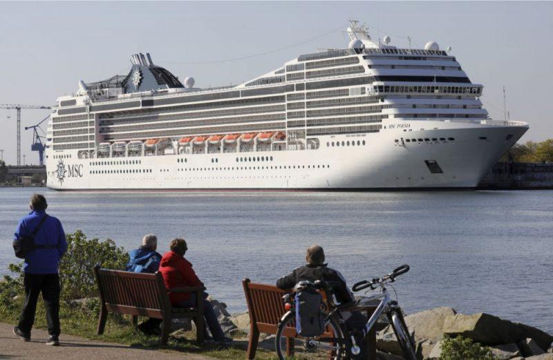 """Kruīza kuģis """"MSC Poesia"""", atklājot sezonu, piestājis Vācijas ostā, 19.04.2019."""