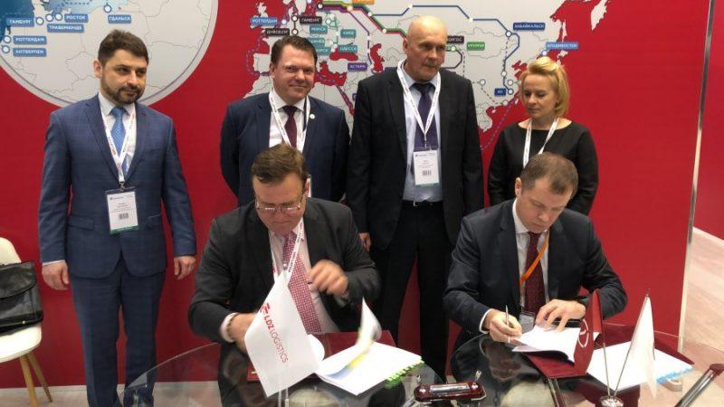 """Tiek parakstīts līgums starp SIA """"LDz Loģistika"""" un AS """"Pirmais federālais kontrtreileru operators""""."""