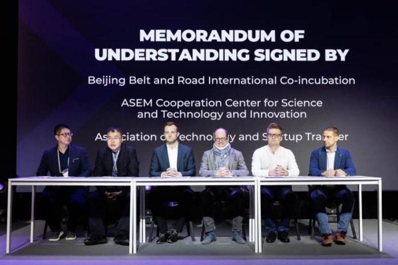 """Tehnoloģiju un jaunuzņēmumu pārneses asociācija (ATAST) paraksta saprašanās memorandu ar Ķīnas starptautisko inkubatoru """"Viena josla, viens ceļš"""" un Zinātnes, tehnoloģiju un inovāciju sadarbības centru (ASEM)."""