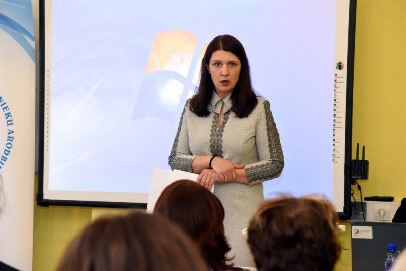 Latvijas Izglītības un zinātnes darbinieku arodbiedrības priekšsēdētāja Inga Vanaga piedalās Latvijas Izglītības un zinātnes darbinieku arodbiedrības Padomes ārkārtas sēdē, kurā pārrunā pedagogu darba samaksas pieauguma grafika izpildes gaitu, kā arī pieņems lēmumu par pedagogu streika norisi.