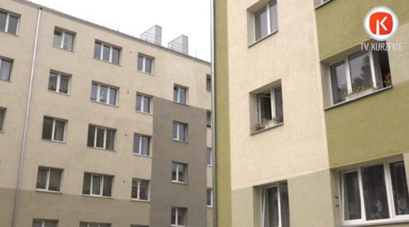 Renovētās un siltinātās daudzdzīvokļu mājas Liepājā.