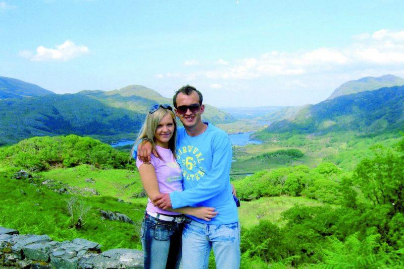 Eva un Ivars Lūši Īrijā dzīvoja nelielā pilsētiņā Tralī, kas atrodas četru stundu braucienā no Dublinas. Tur apbūrusi pasakainā daba un Atlantijas okeāns.
