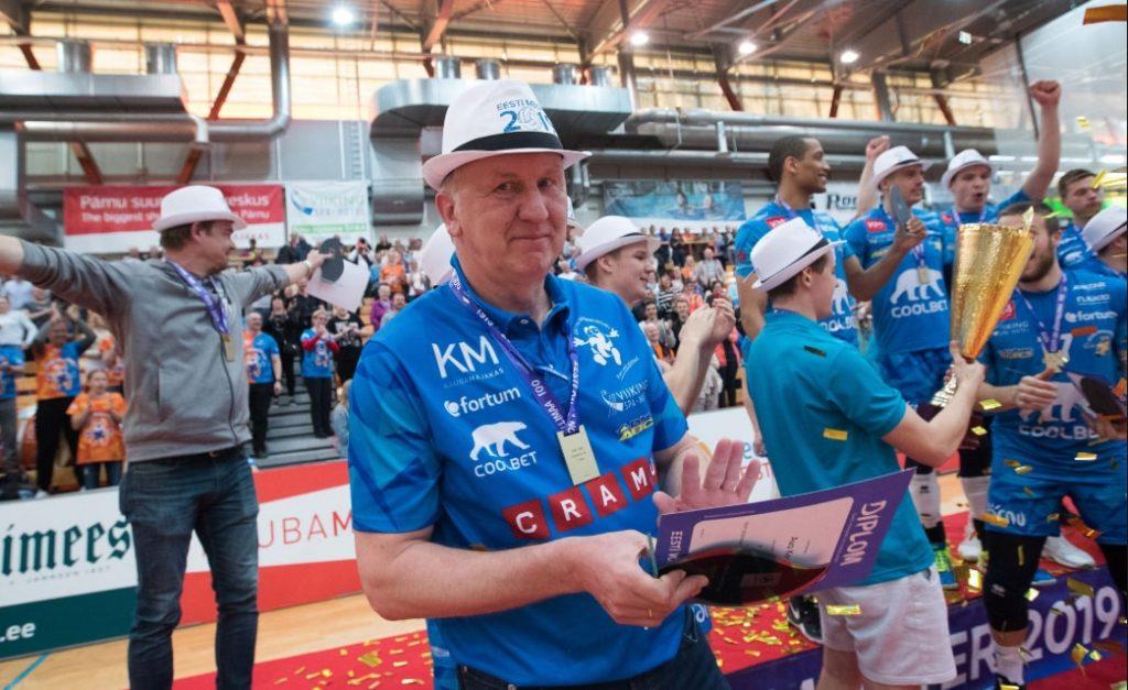 Latvijas volejbola izlases galvenais treneris Āvo Kēls kopā ar Pērnavas komandu triumfējis Igaunijas čempionātā.