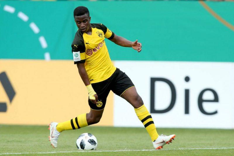 """Dortmundes """"Borussia"""" spēlētājs Jusufi Mukoko."""