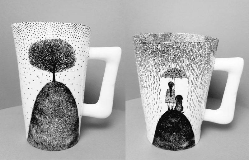 Katru dienu Aira Lesiņa radīja vienu unikālu porcelāna tējas krūzi, kurā atspoguļoja savas tā brīža sajūtas.