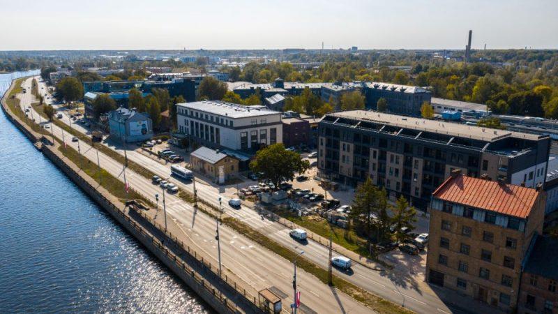 """Mūkusalas ielā Daugavas krastā ar bankas """"Citadele"""" finansējumu tapis projekts """"Promenāde""""."""