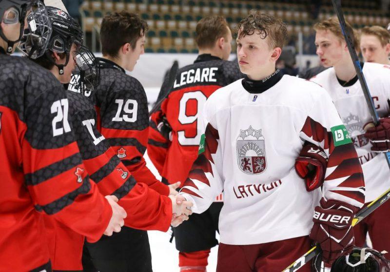 Latvijas U-18 izlases hokejisti ceturtdaļfinālā pret Kanādu aizvadīja savu labāko spēli pasaules čempionātā.