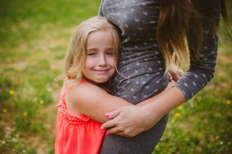 Šobrīd vecāki nēsā viņu pa kāpnēm uz rokām. Annija aug,  māmiņai to izdarīt kļūst arvien smagāk un vienlaikus kļūst arvien svarīgāk, lai Annija varētu būt iespējami patstāvīgāka.