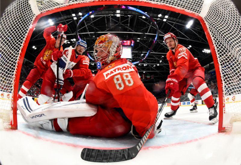 Krievijas izlases vārtsargs Andrejs Vasiļevskis kļuva par bronzas spēles galveno varoni.