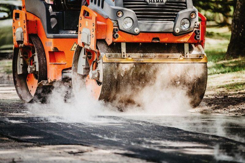 Bedru remontam uz melnā seguma autoceļiem visvairāk izmanto šķembu un bitumena emulsijas tehnoloģiju.