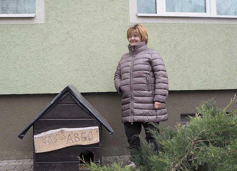 """Mājas atjaunošanas pasākumi deva cerēto rezultātu, tagad atzīst dzīvokļu īpašnieku biedrības """"AB60"""" valdes priekšsēdētāja Anita Bērziņa."""
