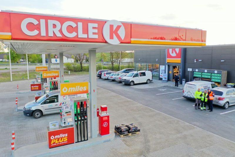 """""""Circle K"""" atver jauna koncepta degvielas uzpildes staciju Salaspilī."""