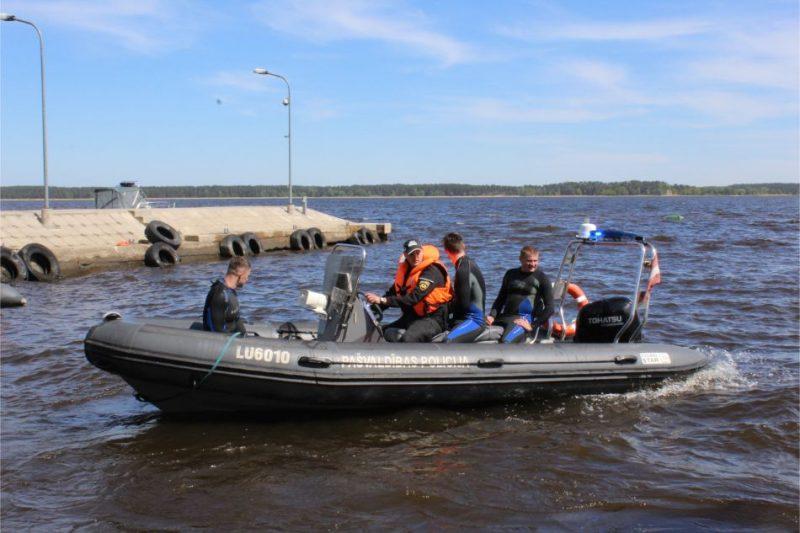 RPP glābēji demonstrē gatavību peldsezonai