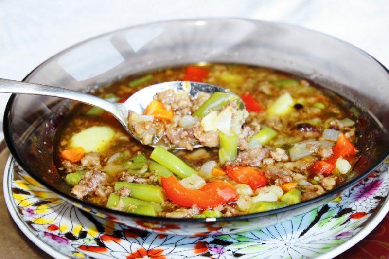 Zupa sanāk bieza, smaržīga un ļoti sātīga.